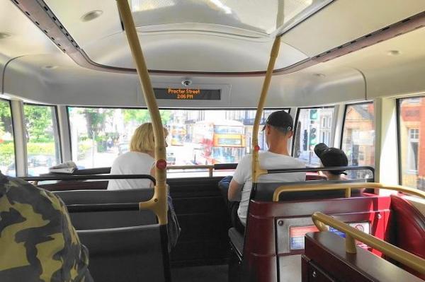 ロンドンバス、車内の様子