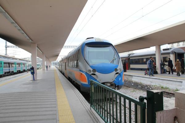 チュニスの近郊列車