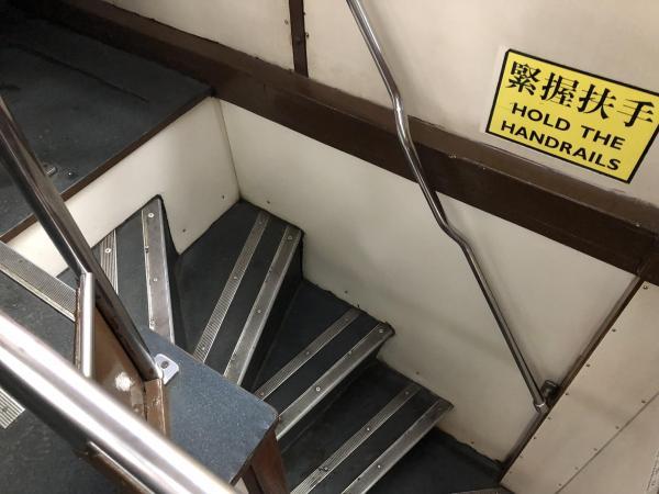 香港の路面電車、2階から見た階段