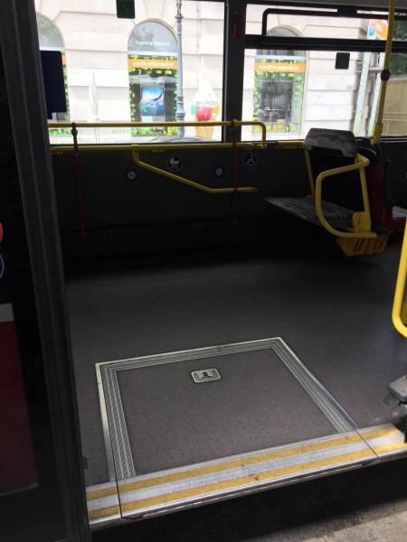 ウィーンのバスは低床式