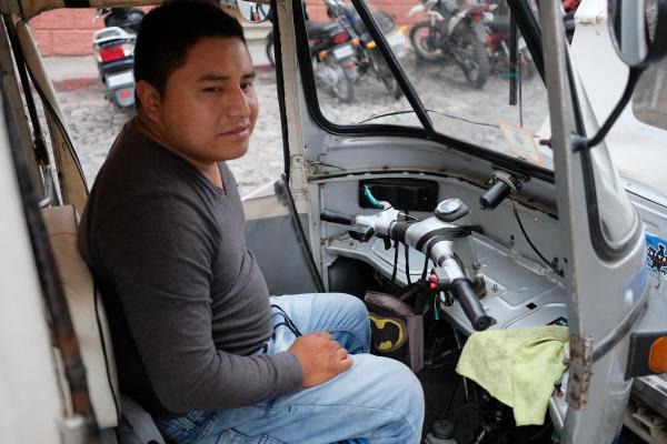 グアテマラのトゥクトゥク運転手