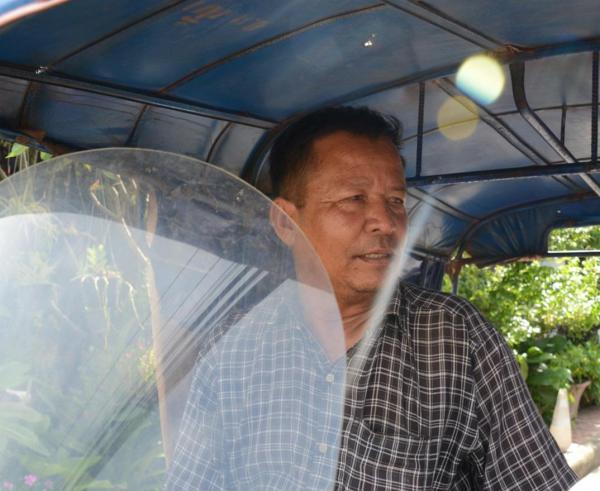 ラオスのジャンボ運転手、オアンさん