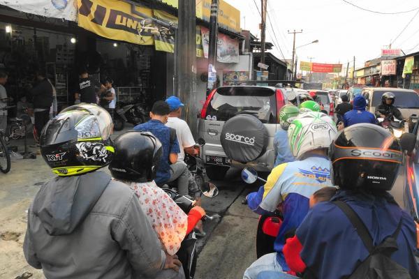 インドネシアの首都ジャカルタにて、バイクタクシーからの風景