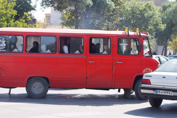 イランのミニバス