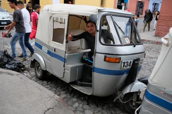 グアテマラのトゥクトゥク