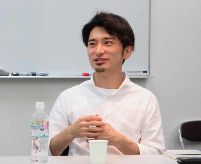 トークイベントで、会場からの質問に答える安田さん=2018年6月