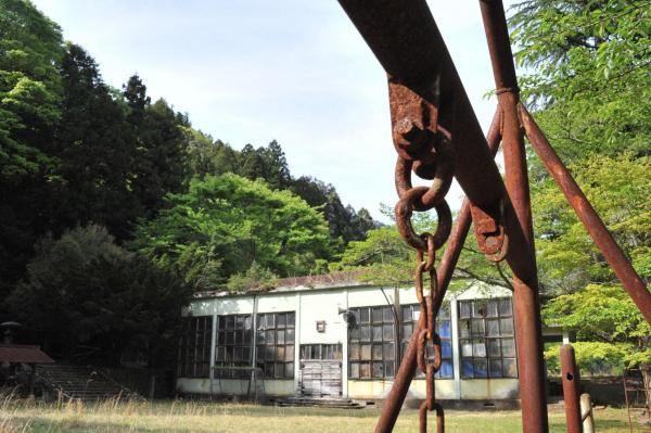 閉校した神子畑小学校跡=兵庫県朝来市、小池寛木撮影