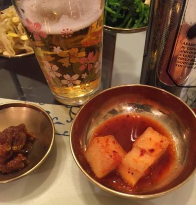 2015年、金正男氏が暮らしていたマカオのマンションでの食事=関係者提供