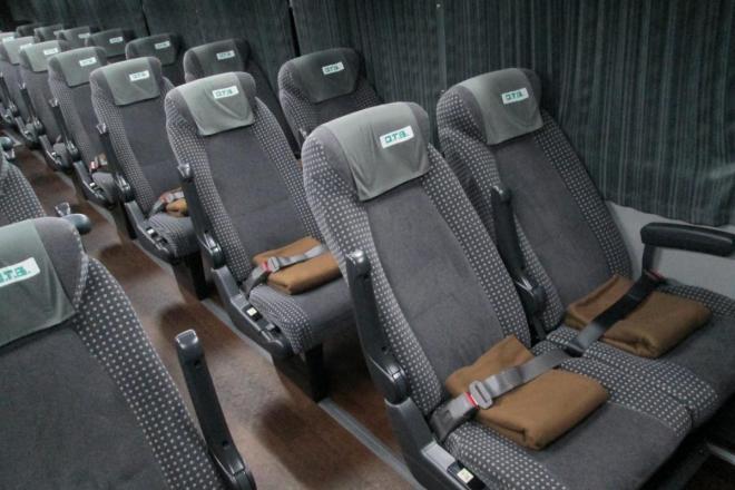 初めからめいっぱいリクライニングさせてあるオリオンバス座席