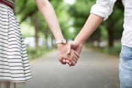 2015年の出生動向基本調査によると、不妊を心配したことのある夫婦は35%、検査や治療を受けたことがある夫婦は18%いた(写真はイメージ=PIXTA)