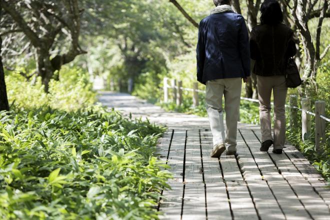 「子どもがいない人生を歩む」夫婦は増えているという。それぞれが複雑な理由や思いを抱えている(写真はイメージ=PIXTA)