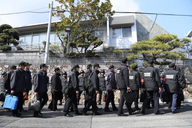 ATM不正事件で今年2月、家宅捜索を受けた山口組総本部=神戸市灘区