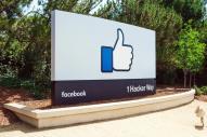 米国のフェイスブック本社前にある看板