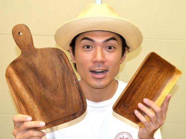 カッティングボードと木の器