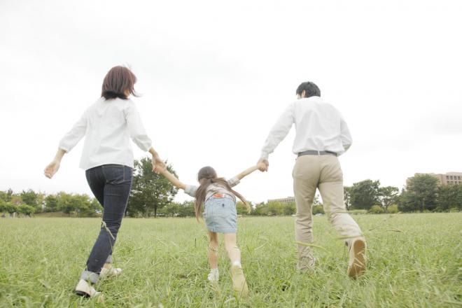 一人っ子家庭ものびのび暮らせる社会とは?(写真はイメージ=PIXTA)