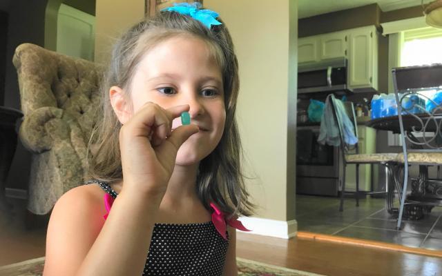 食べたのはデイナさんの四女ジョージィちゃん、7歳。「いただきまーす」