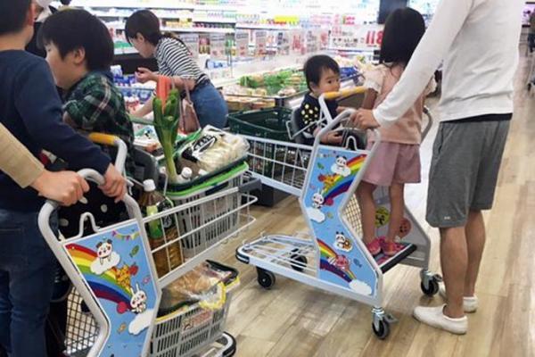 子どもが立ち乗りできるショッピングカート 「キッズステップカート」