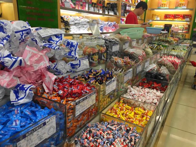上海の菓子店内