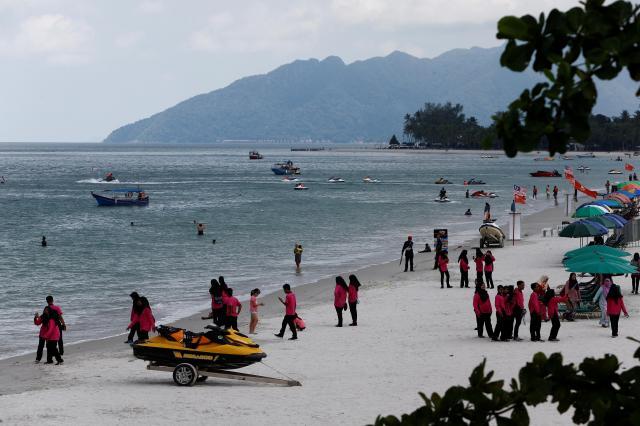 美しい砂浜が広がるマレーシア北部のリゾート「ランカウイ島」=ロイター