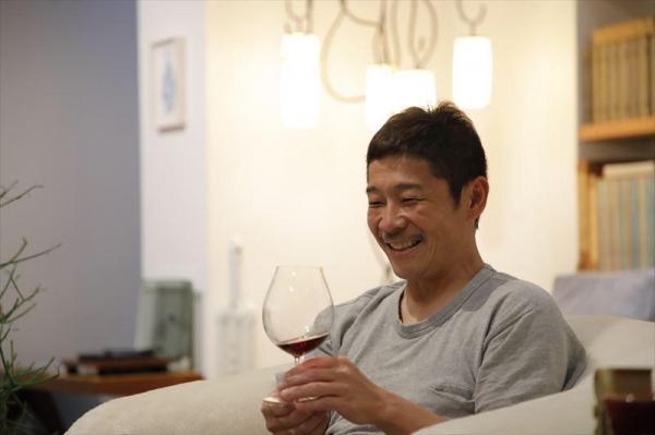 ワインを飲む前澤社長