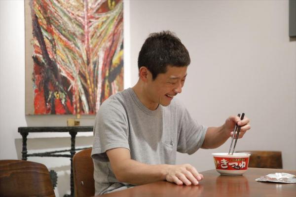 カップ麺を食べる前澤社長