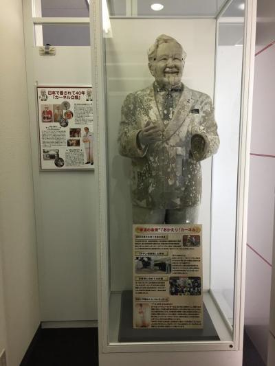道頓堀川から見つかったカーネル・サンダース像。現在は大阪市にある関西オフィスで取引先の人たちを出迎えています