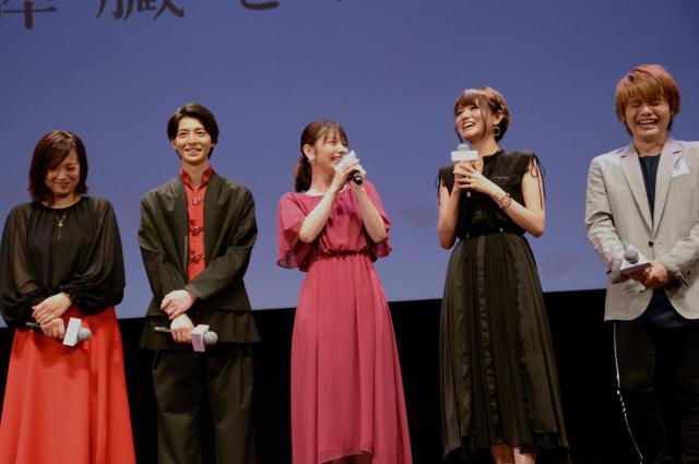 (左から)和久井さん、高杉さん、Lynnさん、藤井ゆきよさん、内田雄馬さんら声優陣のトークも弾んだ