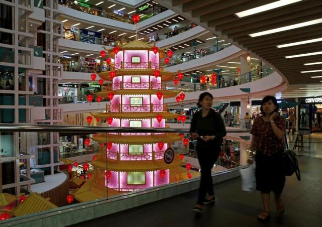 中国の旧正月の飾り付けがされたジャカルタのショッピングモール=ロイター