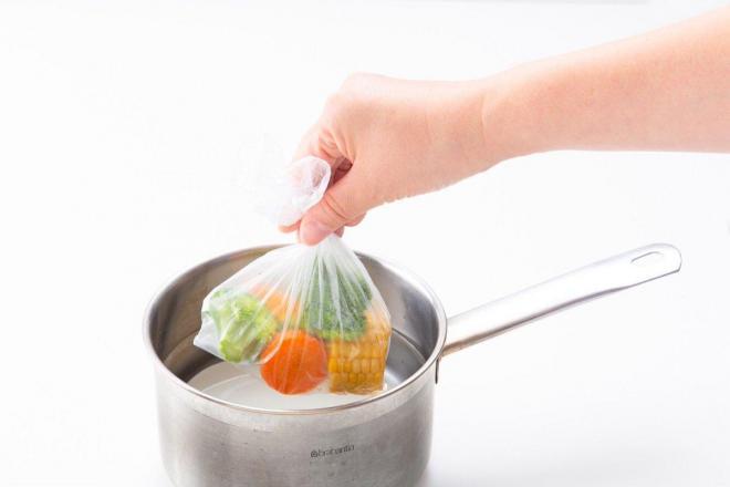 食材を入れて湯せんもできます