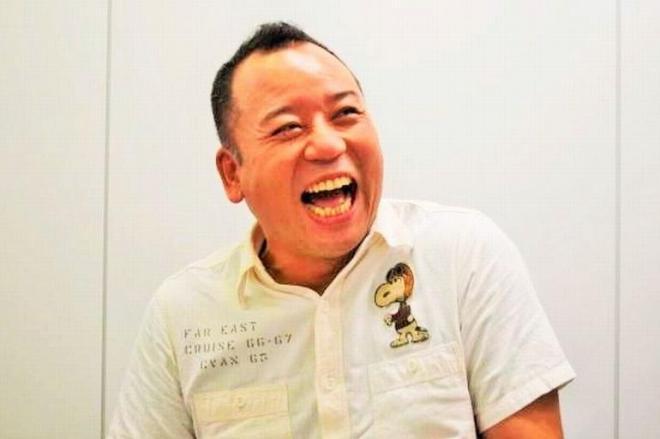 番組スタッフに囲まれ、次への旅について語る西村瑞樹さん