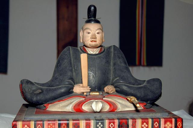 徳川家康坐像=奈良市雑司町の手向山八幡宮