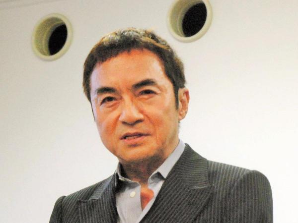 鹿児島市ふるさと大使を委嘱された西郷輝彦さん=2011年
