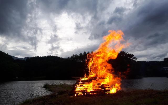 燃える「コッコ」