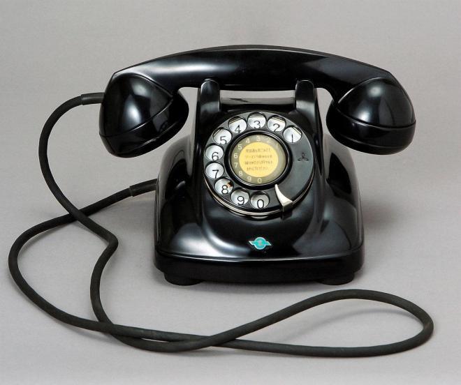 当たり前だった「電話」が、いつしか「固定電話」に