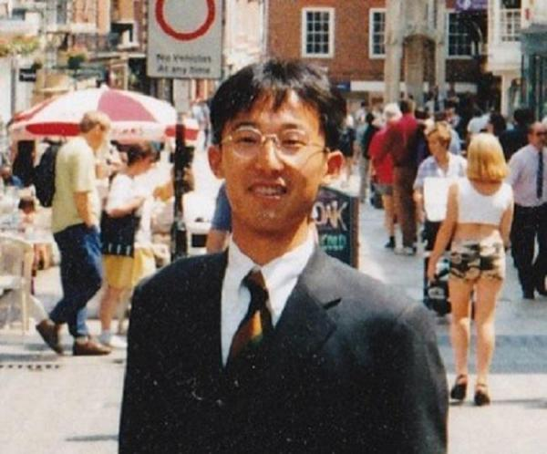 20代の松本さん。このころは、薄毛で悩むとは夢にも思っていなかったそうです。