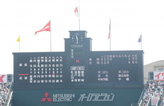 スコアボードど真ん中の「H」ランプはヒットの意味。これを表示させているのが公式記録員(朝日新聞スポーツ部記者)です