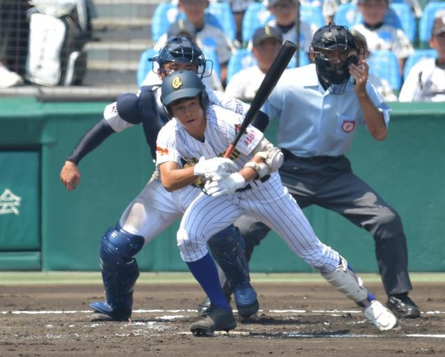 済美―中央学院戦の一回、レフト前タイムリーを放った中央学院の青木選手