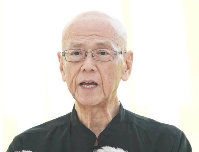 今年の沖縄全戦没者追悼式で「平和宣言」をする翁長雄志沖縄県知事。「辺野古に新基地を造らせないという私の決意は県民とともにあり、これからもみじんも揺らぐことはありません」と語った=6月23日、沖縄県糸満市