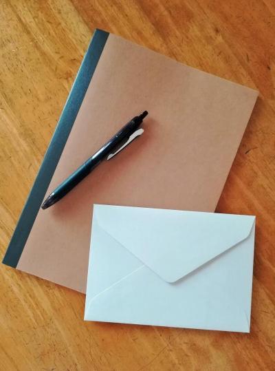 母が闘病中に綴ったノートと、娘に宛てた手紙、それを書いたペン