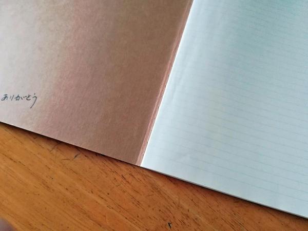 母が闘病中に綴ったノート。表紙の裏には「ありがとう」と書かれています