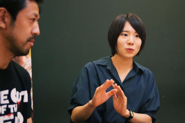 当時を振り返る真魚さん(右)と濱津さん(左)
