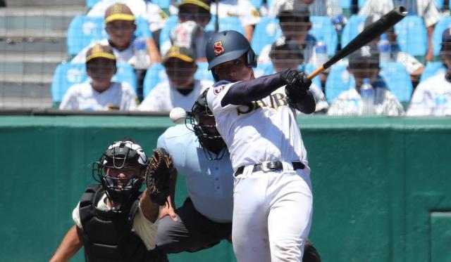 済美―報徳学園 九回に中前適時打を放った済美の芦谷選手