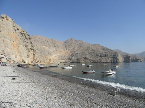 クムザールの浜辺に並ぶ小舟