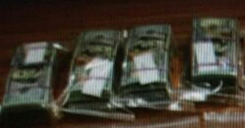 殺害された金正男氏のバッグから見つかった12万ドル分の100ドル札の束=関係者提供