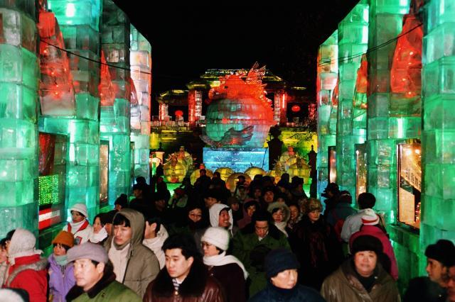 1500の氷の彫刻が並ぶ氷まつり=1996年、中国黒竜江省ハルビン