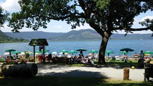 イタリアのブラッチャーノ湖