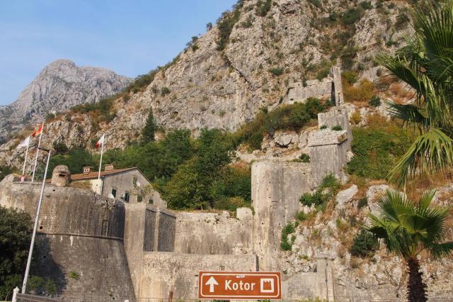 コトルの街を取り囲む城壁