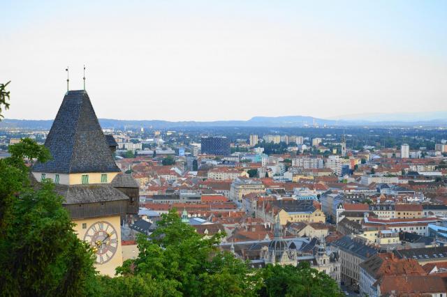 城山から街を眺める