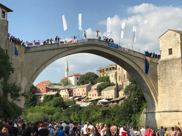 ボスニア・ヘルツェゴビナのモスタルにある「スタリ・モスト」