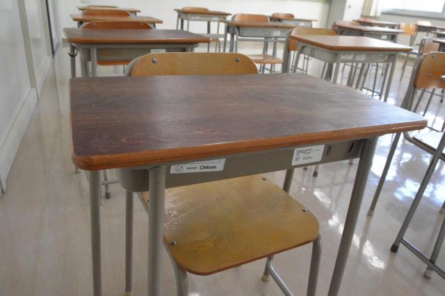 定時制高校の机